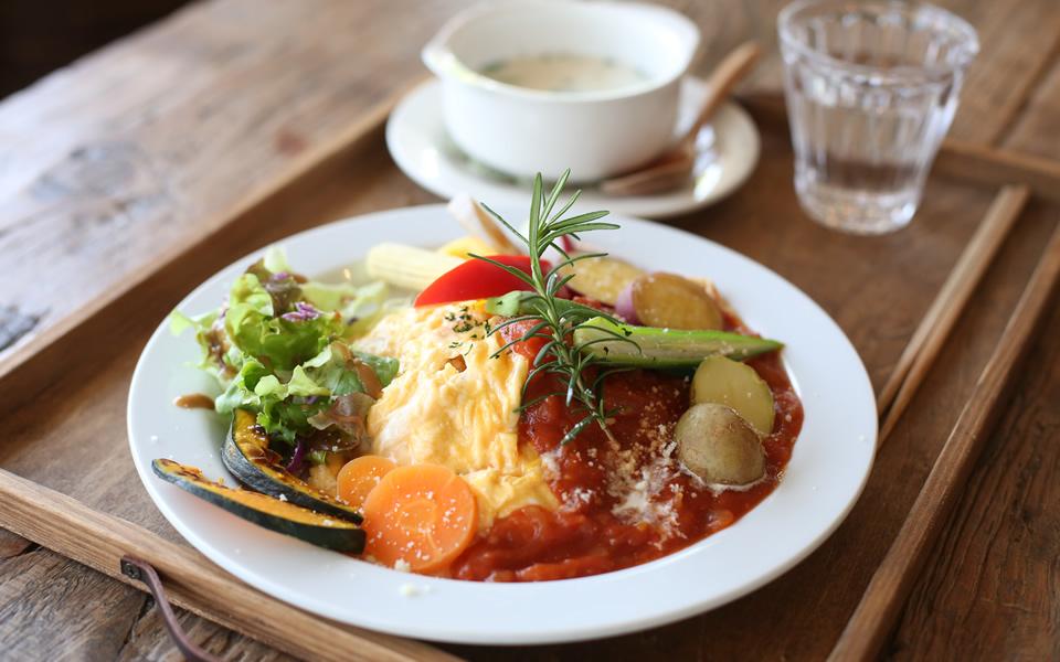 ■ゴロゴロ温野菜のオムライス+食べる野菜スープ